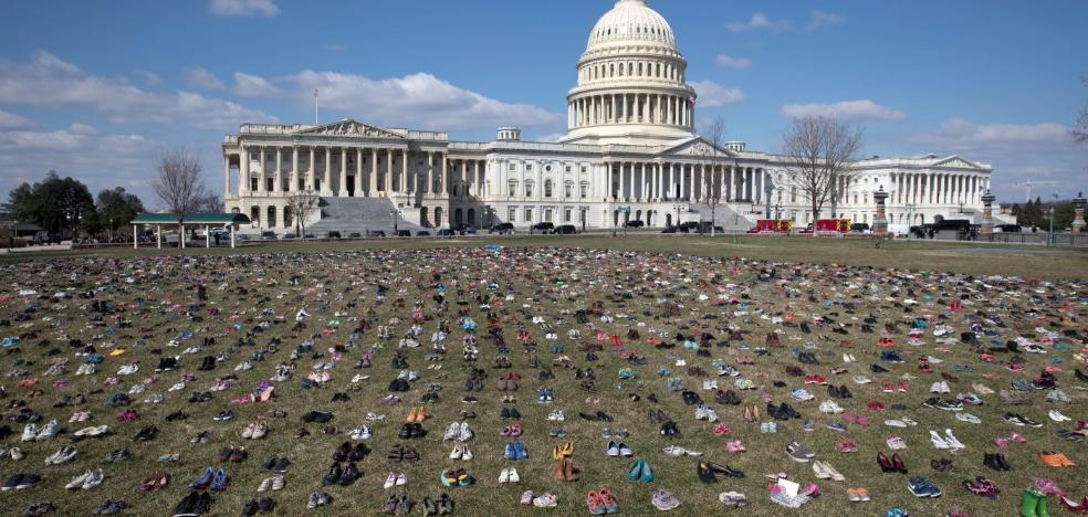 Los 7.000 pares de zapatos de niños muertos por armas de fuego que conmocionan a Estados Unidos