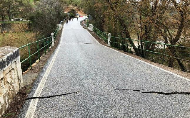 Se hunde el puente del Rio San Juan