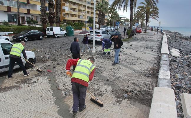 El temporal se ceba con los paseos y las playas en Almuñécar y La Herradura
