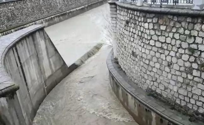 El vídeo que muestra la fuerza del Genil a su cruce con el Darro tras las lluvias en Granada