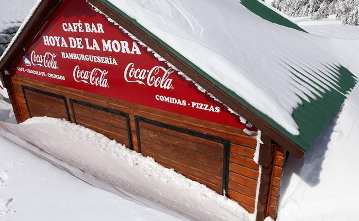 Tres semanas sin poder abrir en la Hoya de la Mora por el temporal de nieve