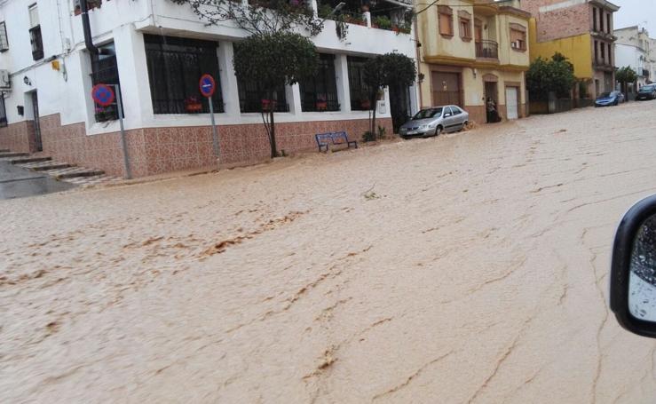 Realizan el desalojo de los vecinos de los Puentes por riesgo de desbordamiento del río