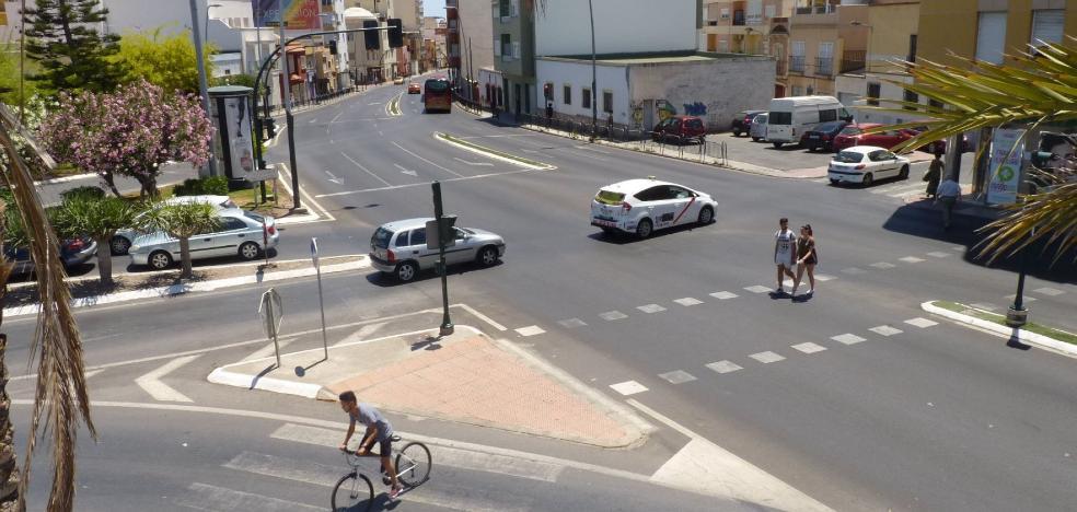 A las obras de la glorieta de carretera de Ronda le salen nueve 'novios'