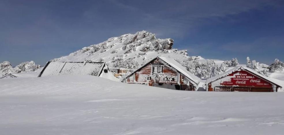 «Llevamos tres semanas sin poder abrir por la nieve, es un desastre»