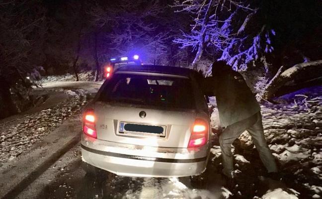 Coches atrapados en la nieve, un puente hundido y más incidencias