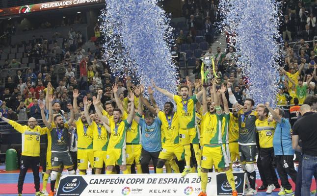 La lluvia obliga al Jaén FS a posponer las celebraciones por el título