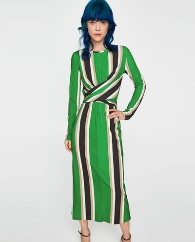 Así es el vestido de Zara que se ajusta tengas la tallas que tengas