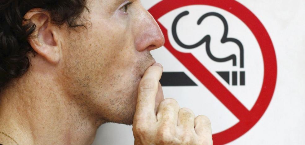 El cenicero de Europa que quiere prohibir el tabaco en todos los lugares públicos