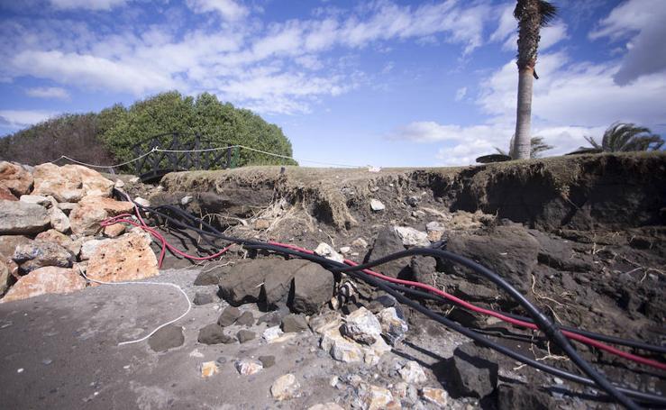 Preocupante estado de Playa Granada a las puertas de Semana Santa