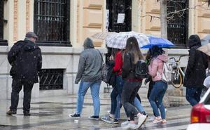 Granada pasa de la nieve al sol radiante en 30 minutos, y para mañana más frío