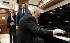 El vídeo que invade el Whatsapp de los granadinos: Plácido Domingo al piano interpreta 'Granada'