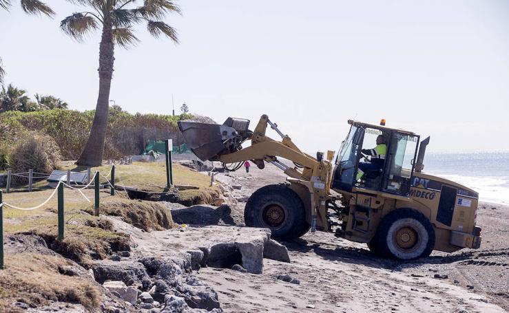 Trabajan para que las playas de Motril estén listas en Semana Santa