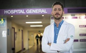 Premian el estudio de un médico en Granada que relaciona los trasplantes de médula con una potencial cura del VIH