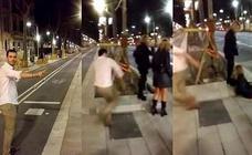 El joven que agredió a una mujer por la espalda en Barcelona le paga 60.000 euros
