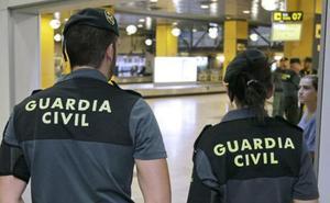 Cinco detenidos por estafar a ancianos a los que colocaban balizas ocultas