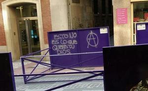 Un palco de Semana Santa en Jaén aparece con pintadas