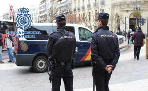 Dos menores detenidos tras un robo con navaja en el centro de Granada