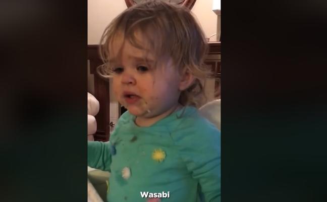 """""""Podría ahogarla"""": una madre da de comer wasabi a su hija y la acusan de maltrato infantil"""