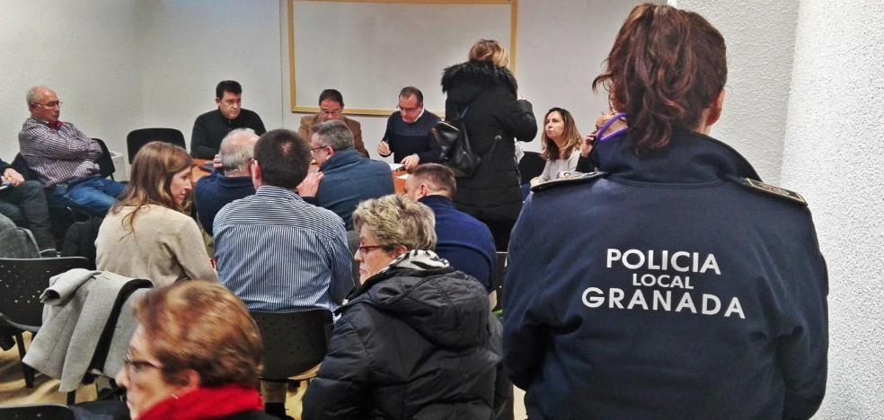 El Albaicín denuncia la «ilegal» ocupación de la vía pública con mercancías en la Calderería