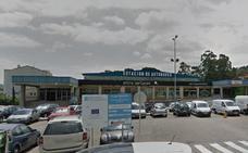 Muere una empleada de la estación de autobuses aplastada contra una columna por un autocar