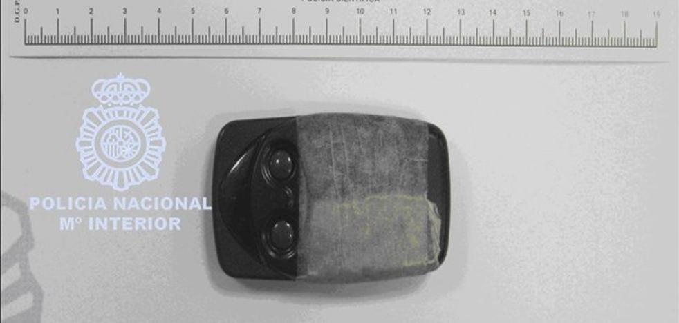 Detenido por robar en vehículos usando inhibidores de frecuencia