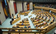 Un hombre intenta suicidarse en el Parlamento de Holanda en pleno debate