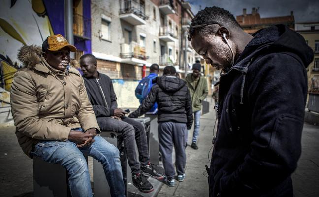 """El barrio de España donde viven 88 nacionalidades: """"Aquí puede ocurrir algo insólito"""""""