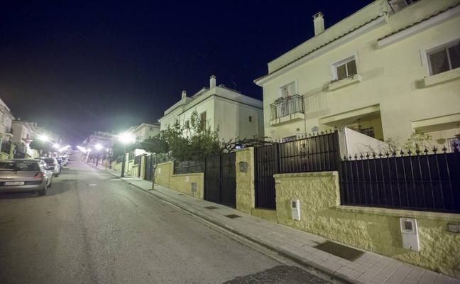 """Libertad provisional con orden de alejamiento para el policía local de Granada que supuestamente hirió de bala a su """"amiga"""""""