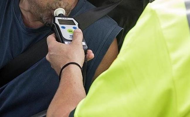 Un camionero circula drogado y sin ITV y llama a un conductor sin carnet para que lo recoja