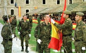 """""""¡Que vuelva la 'mili' para ellos y ellas y se enseñen los valores de las Fuerzas Armadas en el colegio!"""""""