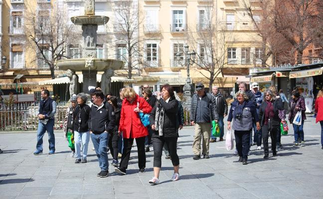Granada y Costa mantienen el tirón turístico en Semana Santa pese al tiempo variable