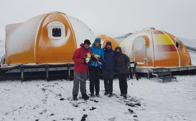 La Escuela Infantil Maestro Padilla viaja a la Antártida con el investigador Adrián López