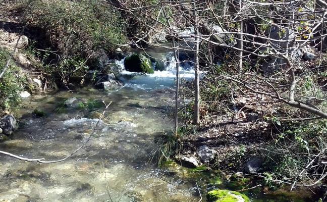 Caudal generoso en la Cueva del Agua, a punto de ser Monumento Natural