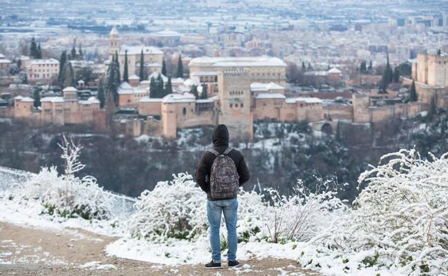 La AEMET lanza el aviso amarillo en Granada por nevadas en Domingo de Ramos