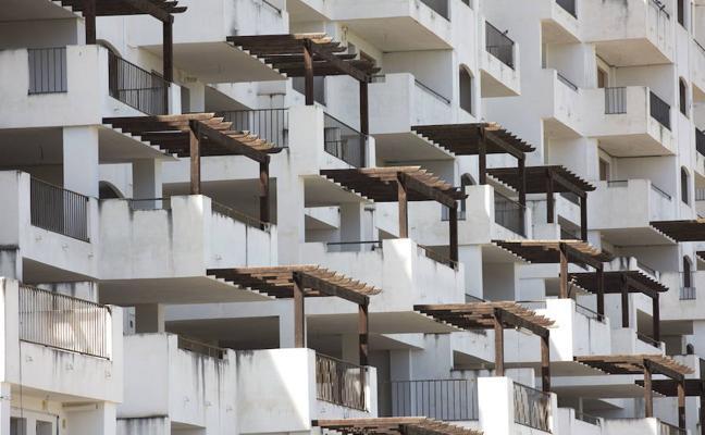 Granada ya genera más riqueza que antes de la crisis, pero el paro aún es el doble
