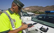 Tráfico detecta en siete días a casi un centenar de personas sin cinturón, cuatro de ellos menores