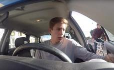 Advertencia de la Guardia Civil: así es como debes abrir la puerta de tu coche