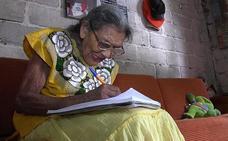 Lupita, la increíble historia de la abuela mexicana que aprendió a leer con 96 años y quiere continuar estudiando