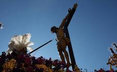 ¿Cómo van sujetas las imágenes a los pasos de la Semana Santa de Granada?
