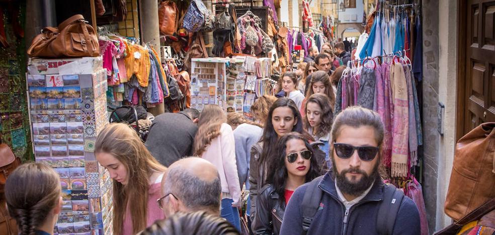 Granada cuelga el cartel de 'lleno' en los días grandes de la Semana Santa