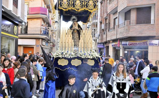Linares: Unidad y dolor al ver a Jesús en la cruz