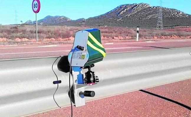 Los radares 'cazan' a 32 conductores al día en Almería por exceso de velocidad