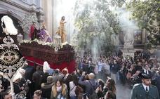 Domingo de Resurrección bajo el brillante sol de Granada