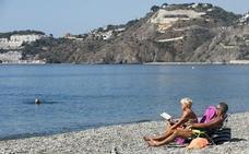 Almuñécar mima las playas para renovar sus cuatro 'sellos' de calidad