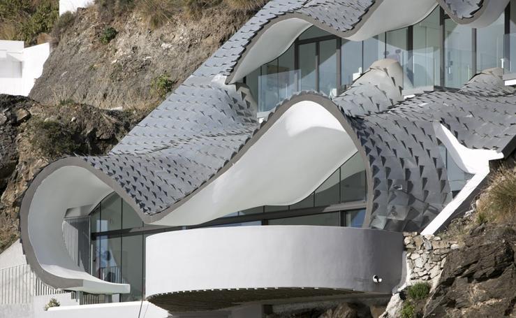 La 'casa del dragón' construida en Salobreña que aparece en un conocido documental