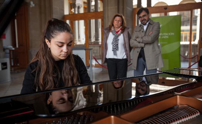 El piano toma la calle dentro de los actos previos a la 60ª edición del Premio 'Jaén'