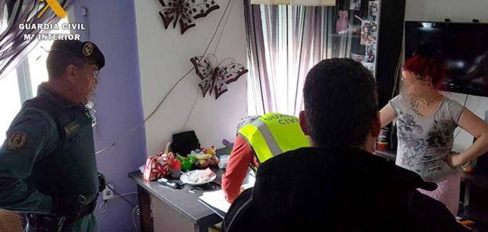 Arrestan a una mujer vinculada al robo y paliza a un hombre que pidió un servicio sexual