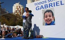 """Zoido promete a los padres de Gabriel """"máxima celeridad"""" para concluir la investigación del caso"""