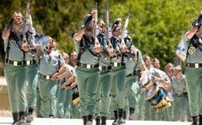 Multan a una legionaria de Almería por faltar al desfile de la Inmaculada para cuidar de su hija