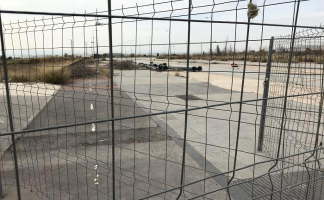 Albolote reclama que se abra un parking junto al metro que lleva 10 años cerrado